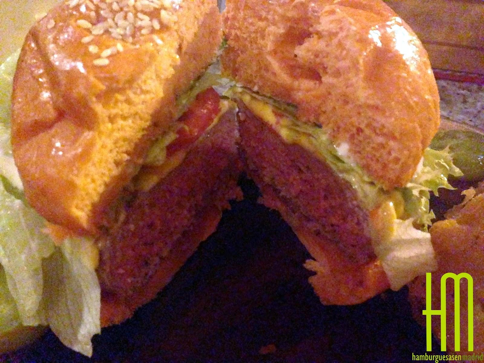 Detalle del corte de la burger Rock Me