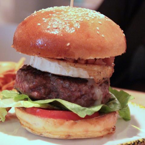 La Cabra Tira al Monte The Basque Burger